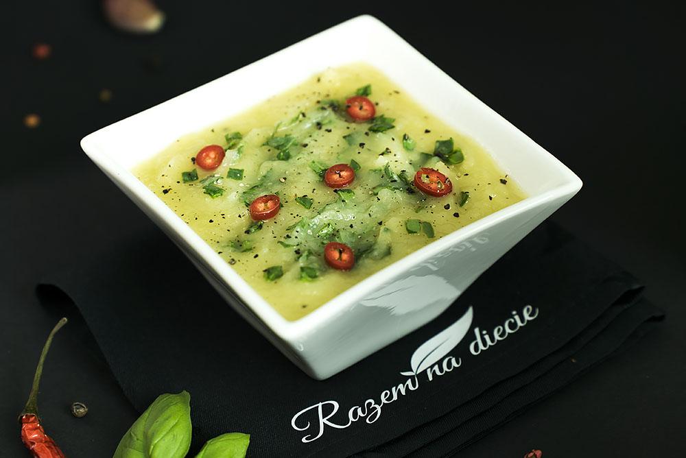 Kremowa zupa selerowa ze szpinakiem
